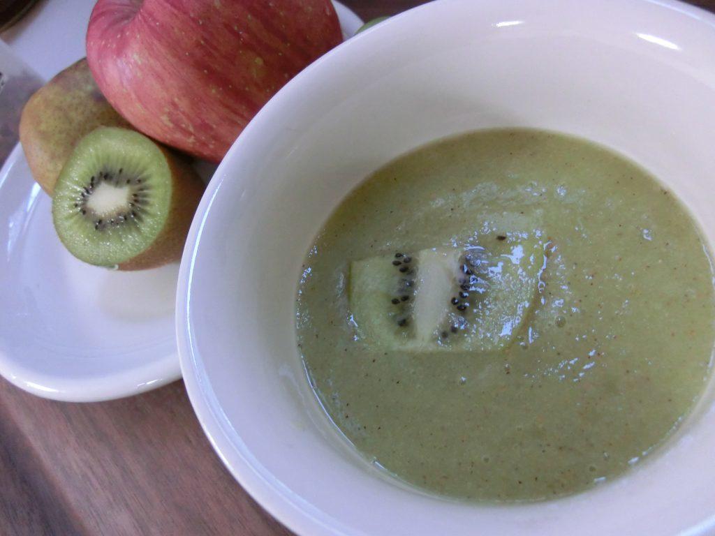 キウイとリンゴのグリーンスムージー