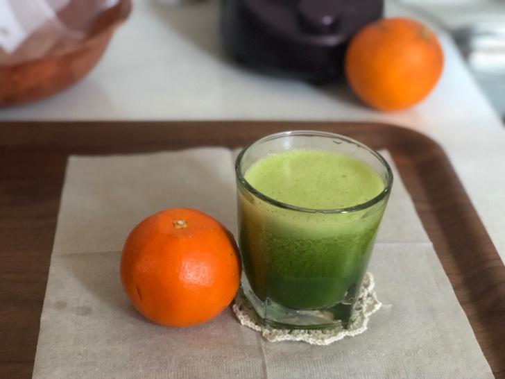 糖質オフのグリーンスムージー*小松菜とオレンジ1/4個で角砂糖1個の糖質