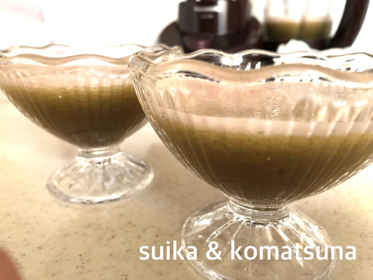 スイカと小松菜のグリーンスムージー