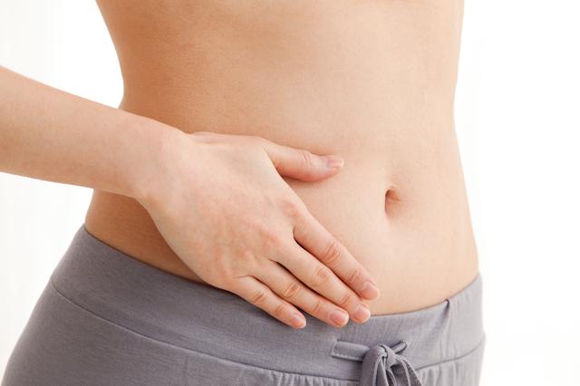 お腹の皮下脂肪を揺する